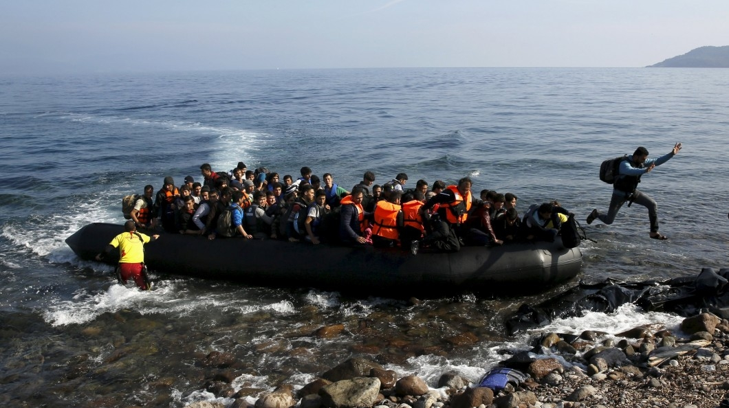 Os refugiados e suas implicações socioculturais surgem no cenário mundial como um fenômeno histórico.