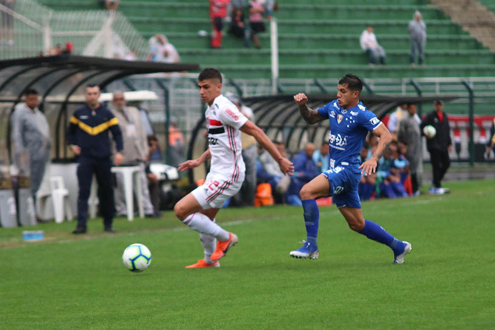 Com o resultado, o São Paulo saiu da zona de classificação para a Libertadores do ano que vem.