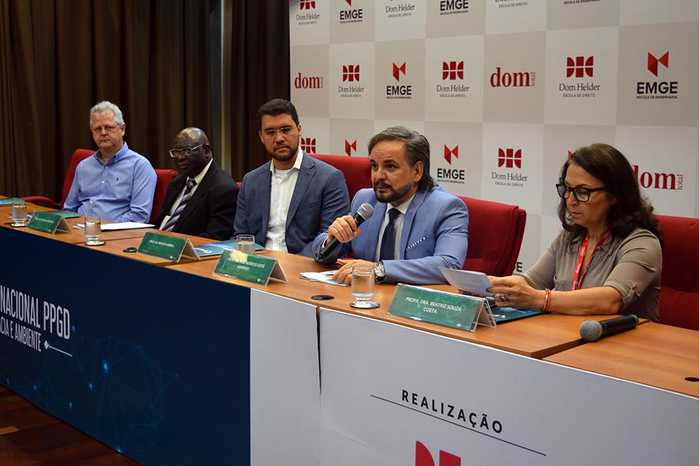 Professores Francisco Haas, Kiwonghi Bizawu, Franclim Sobral, José Adércio Sampaio e Beatriz Costa na abertura do evento.