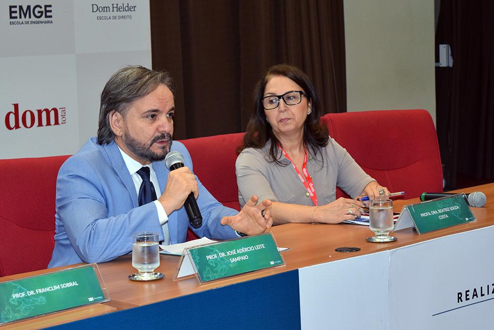 Professores José Adércio Sampaio e Beatriz Costa, da Dom Helder.
