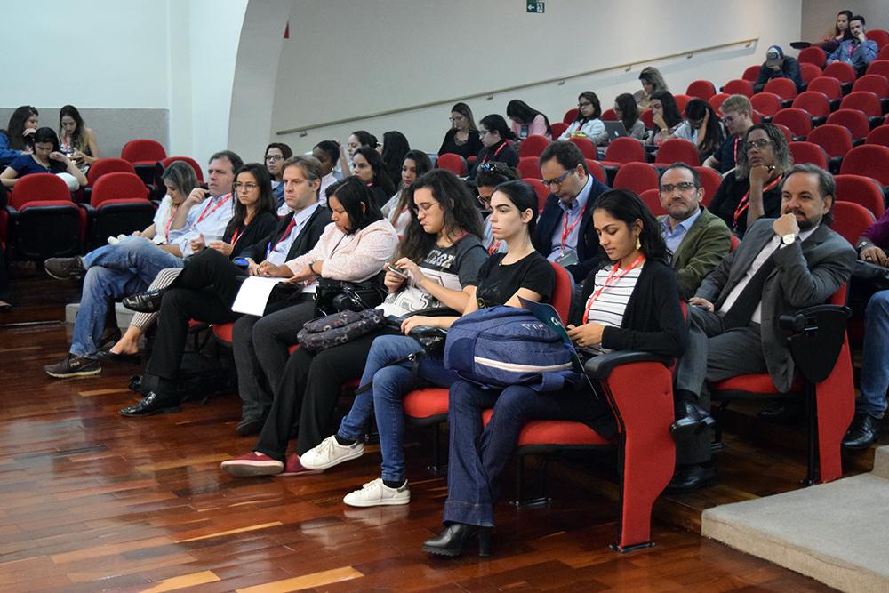 Público acompanha debates do Congresso Internacional Direito, Democracia e Ambiente.