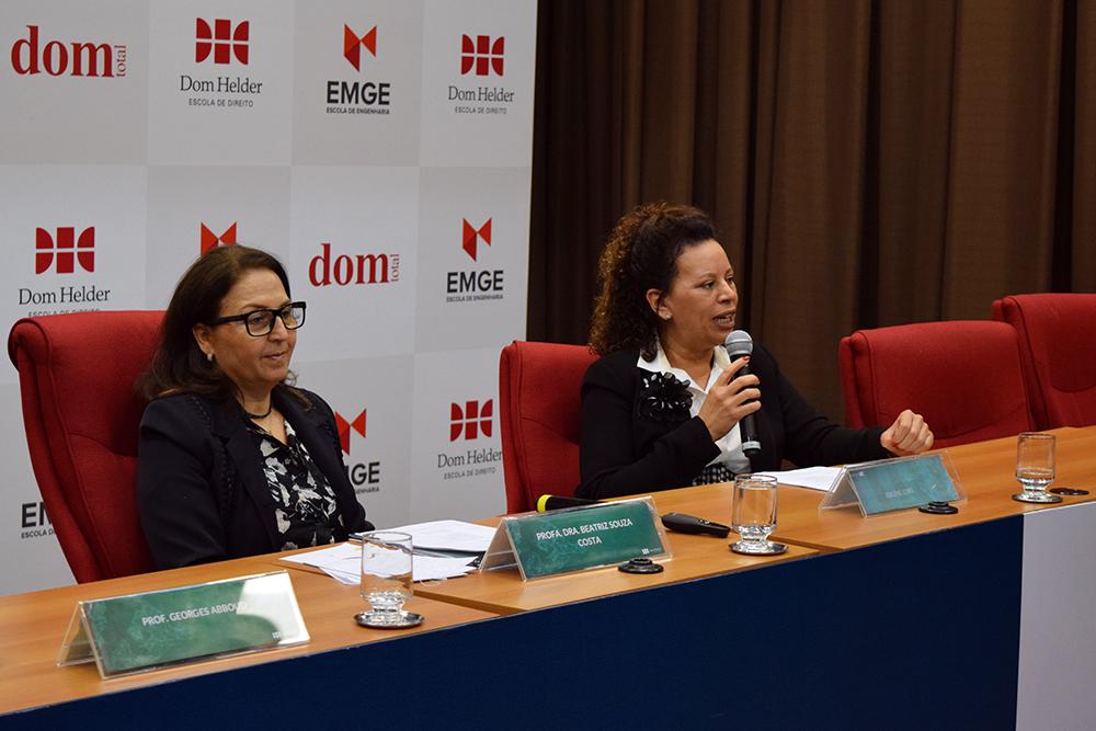 Professora Elaine Lobo participou nesta terça-feira dos debates do Congresso.