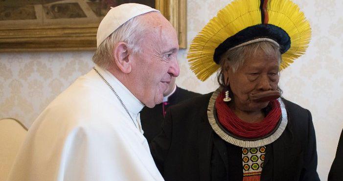 Raoni foi recebido pelo papa Francisco, no Vaticano, na semana passada
