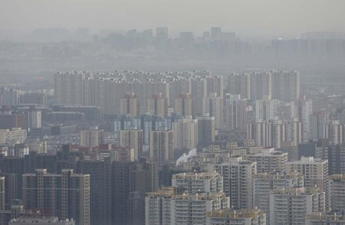 Alguns poluentes atmosféricos também estão diretamente relacionados ao aquecimento global, contribuindo para o desenrolar de uma crise climática.