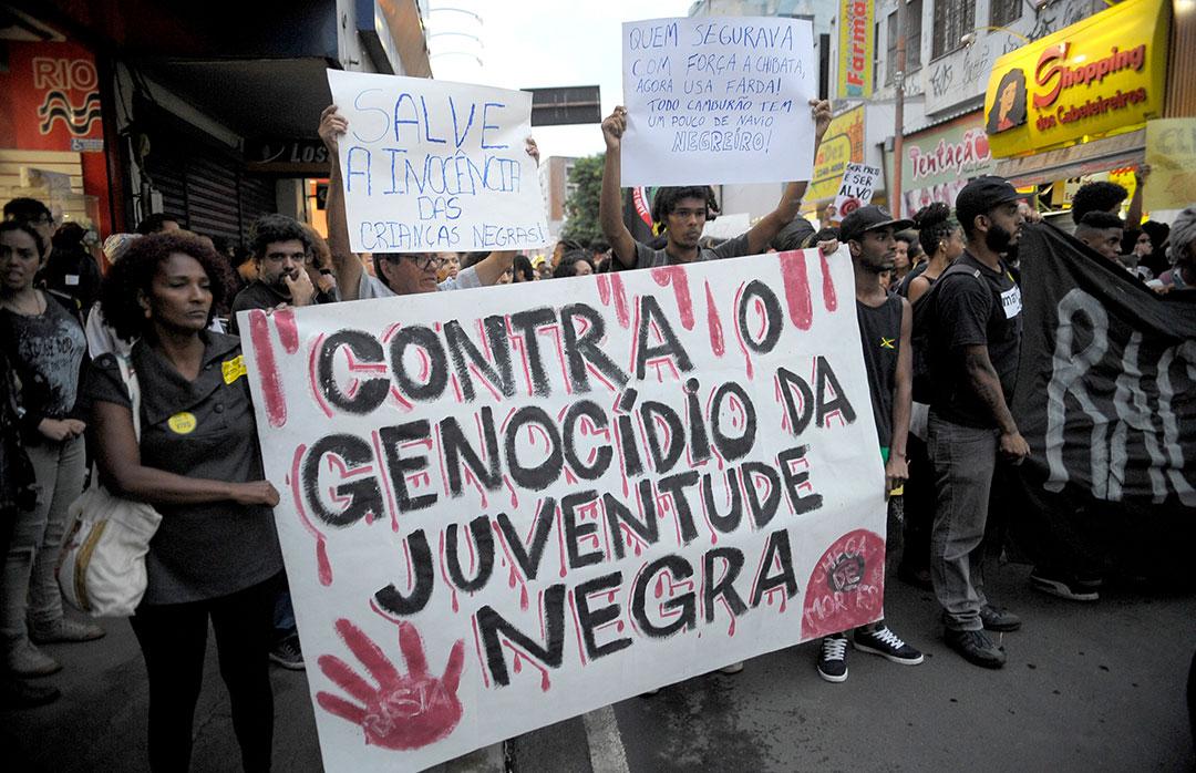 Ato contra o genocídio da juventude negra pelas ruas de Madureira contra a morte de cinco jovens em 2015