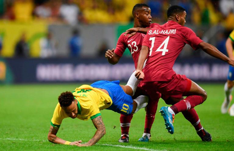Neymar se machucou no amistoso entre Brasil e Catar disputado no estádio Mané Garrincha, em Brasília