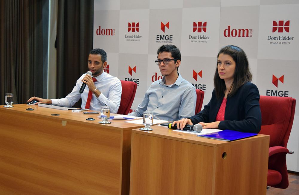 Diegton Rodrigues, Plínio Santos e Aline Oliveira respondem perguntas da plateia.
