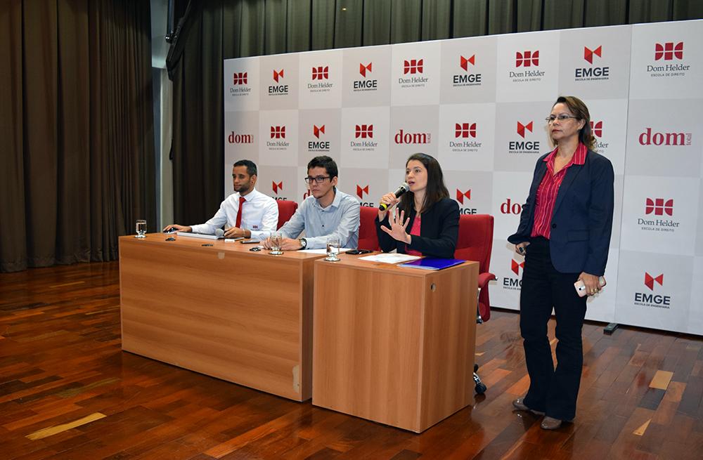 Diegton Rodrigues, Plínio Santos, Aline Oliveira e Anacélia Santos respondem perguntas da plateia.