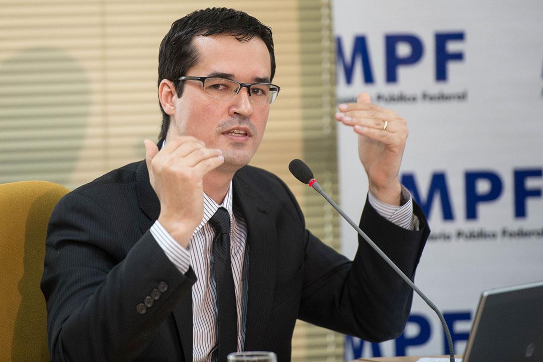 Polícia Federal instaurou inquéritos para apurar ataques de hackers em celulares de procuradores da República.