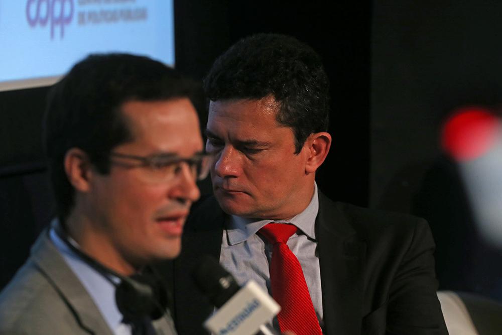 Procurador Deltan Dallagnol (e) ao lado do então juiz federal Sérgio Moro, atual ministro da Justiça.