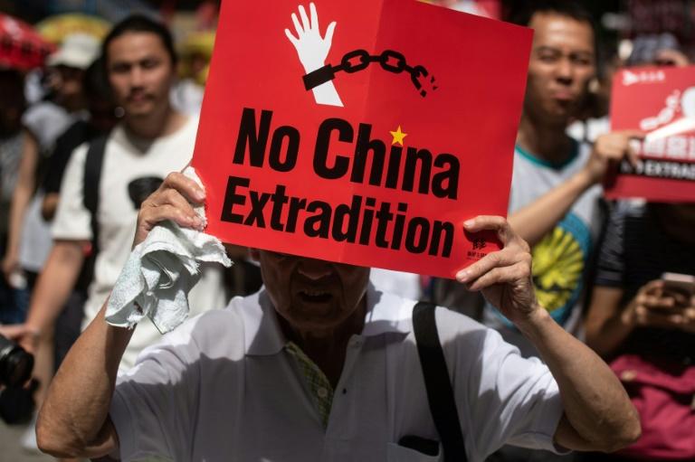No domingo, a ex-colônia britânica foi palco do maior protesto ocorrido desde a sua transferência para a China, em 1997.
