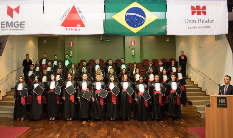Turma do Direito Integral, 100% na OAB, cola grau na Dom Helder Escola de Direito