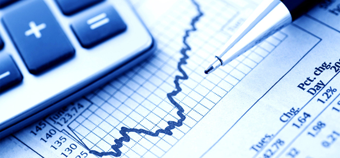 A atividade econômica brasileira vem encontrando dificuldades de engrenar.