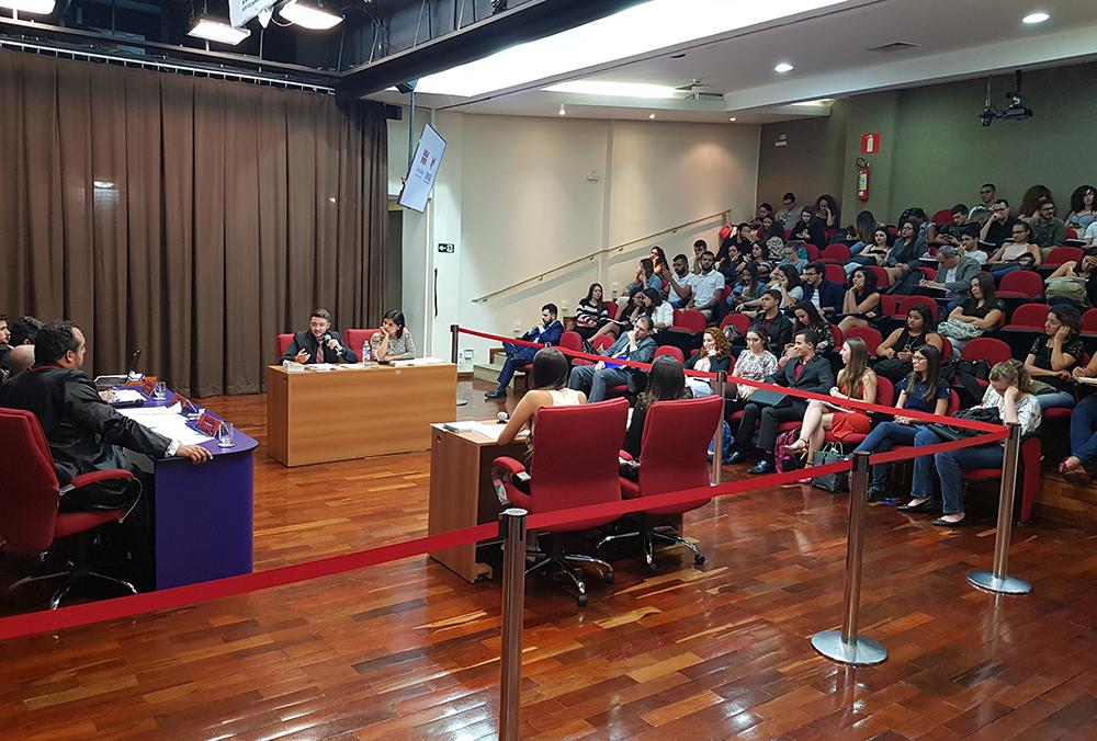 Duplas disputam a terceira edição do Torneio Jurídico de Debates Estudantil.