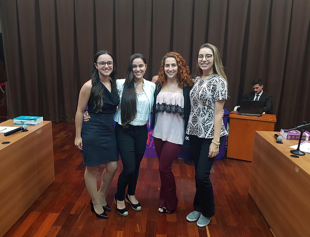 Duplas finalistas do Torneio Jurídico de Debates Estudantil.