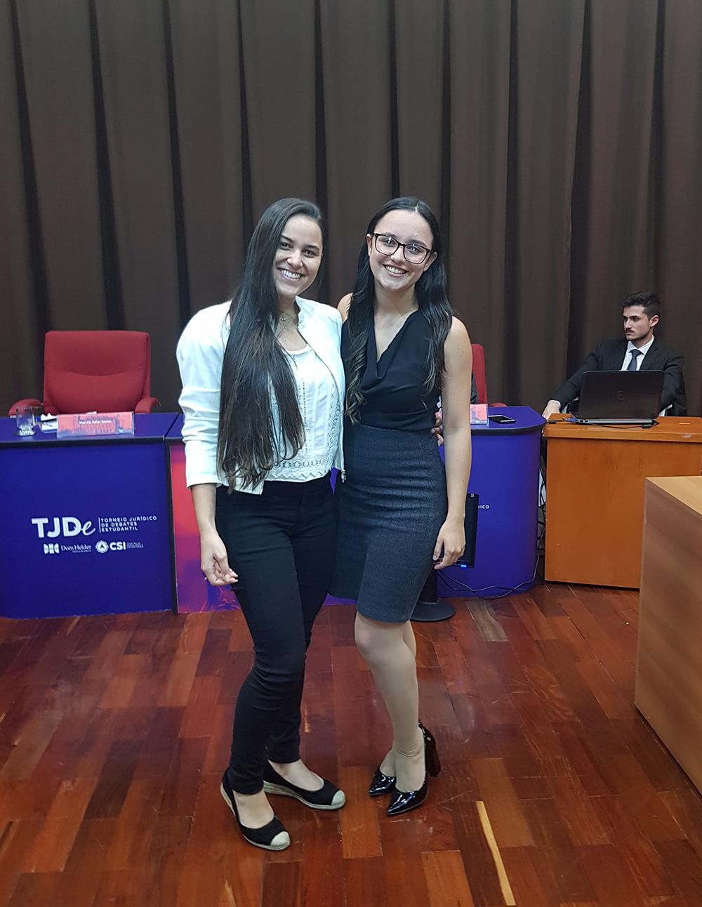 Dupla finalista do Torneio Jurídico de Debates Estudantil.