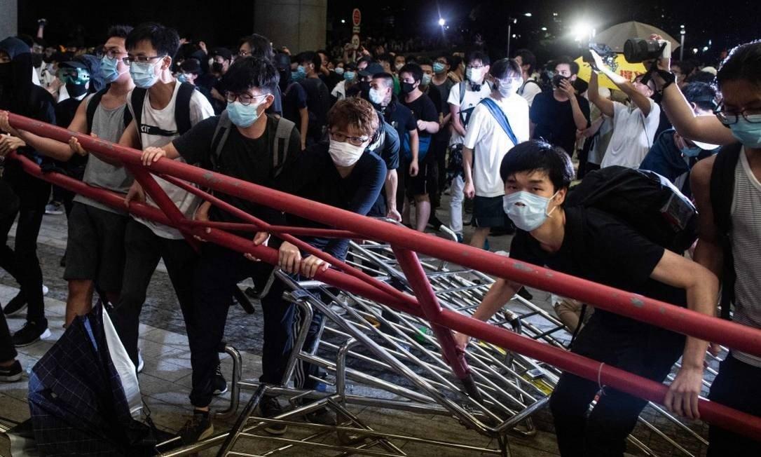 Protestos contra o projeto de lei foram comuns nos últimos dias.