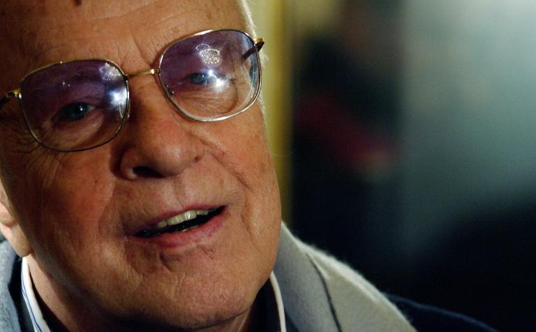 Diretor foi senador na lista do magnata dos meios de comunicação de 1994 a 2001.