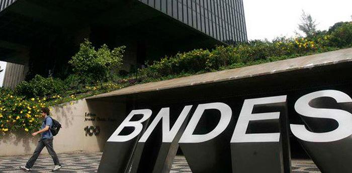 Segundo a associação, pelo menos cinco ex-presidentes do BNDES vão participar do protesto.