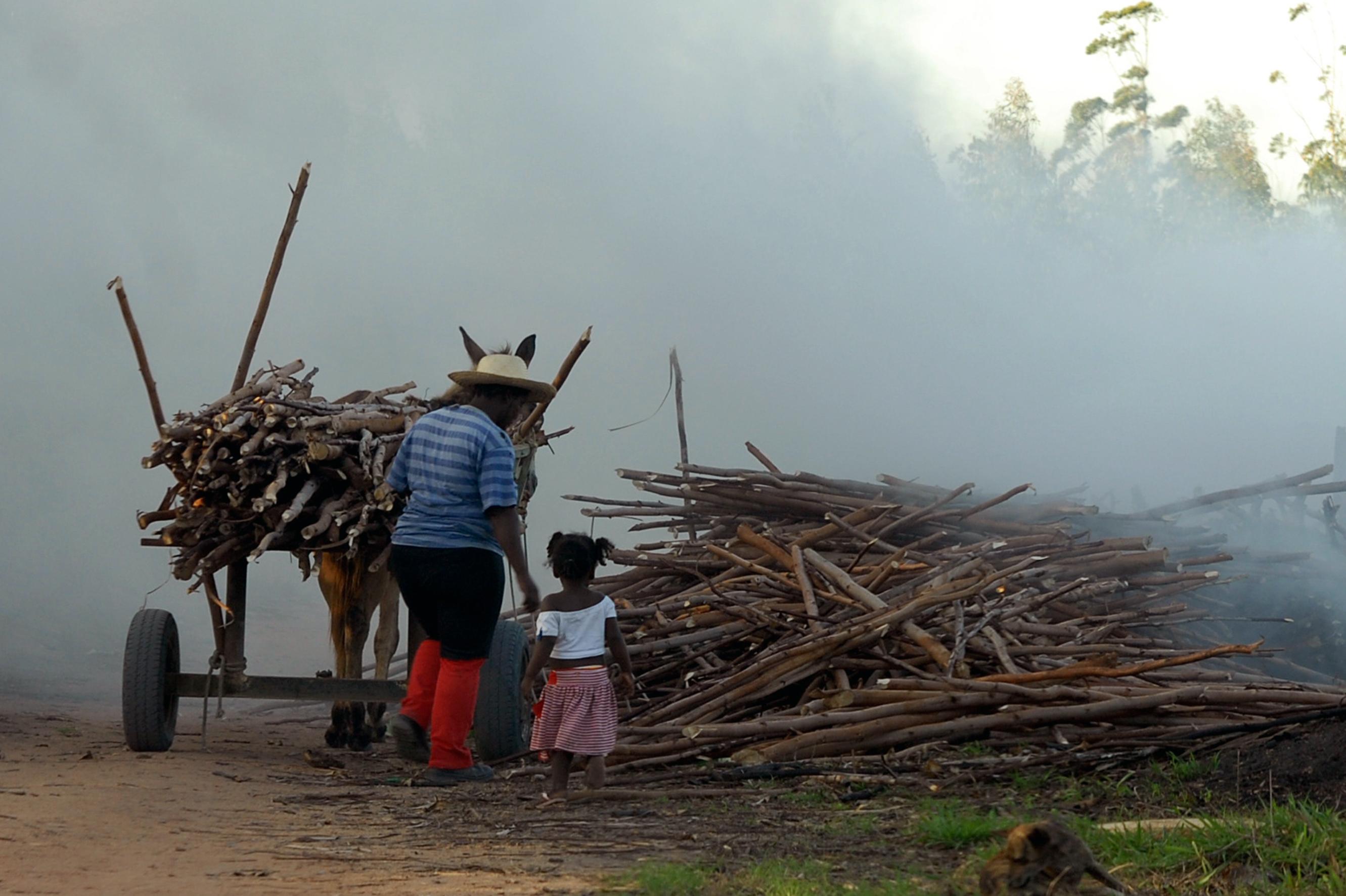 Milhares de brasileiros ainda são escravizados no país por grandes empresas