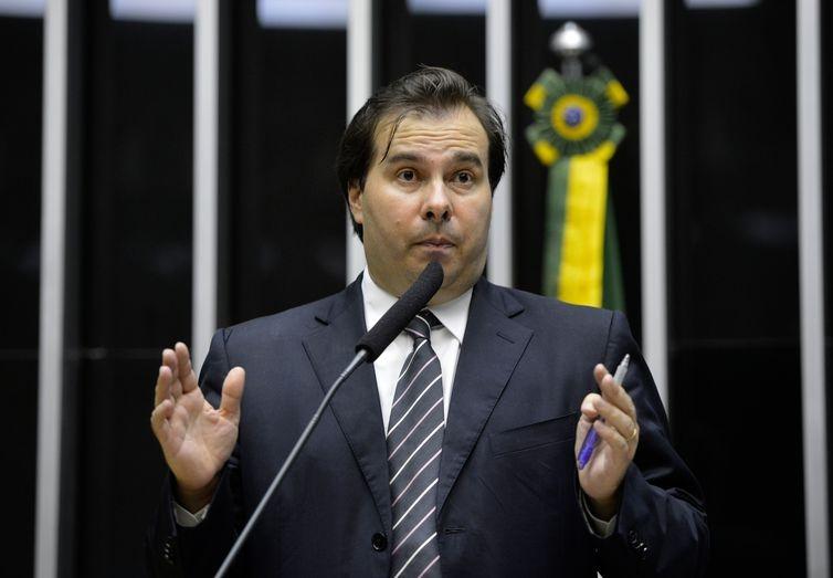 A demissão é 'um direito do governo', mas o ministro da Economia, Paulo Guedes, não agiu de forma adequada, disse Maia.