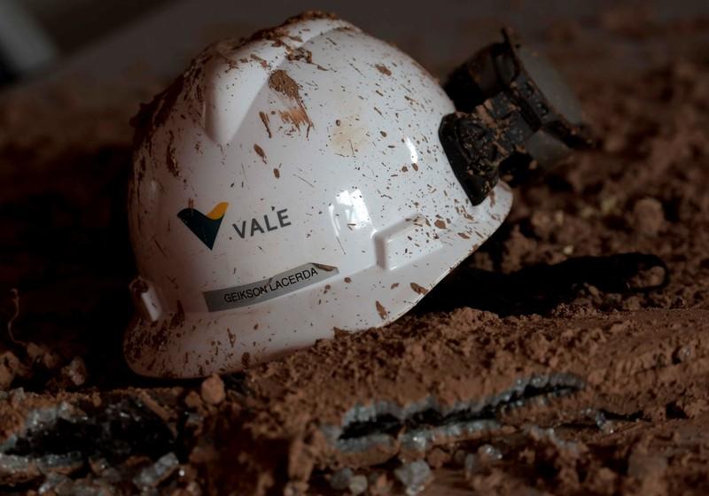 Segundo a Vale, as atividades foram suspensa nessa segunda-feira, apesar de não ter sido formalmente intimada da decisão do Tribunal Regional Federal da 1ª Região.