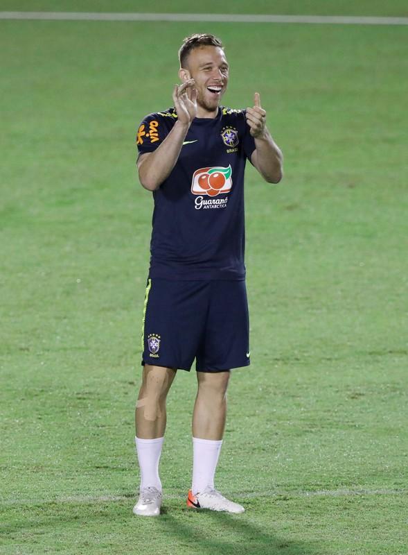 O volante Arthur será titular contra a Venezuela.