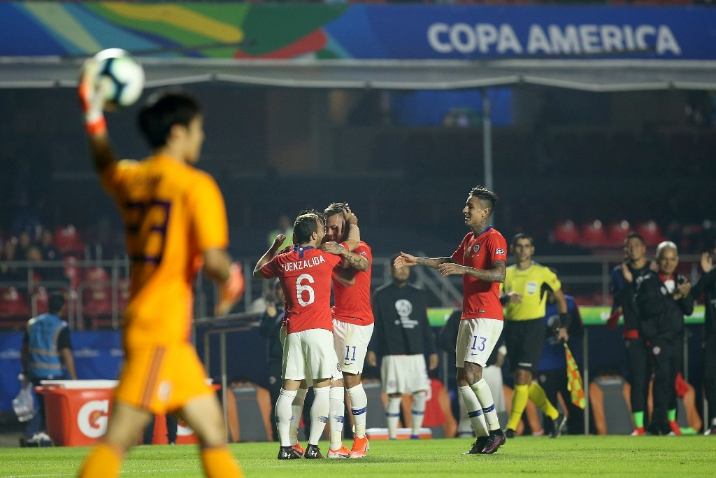 A festa após o 4 a 0, por sinal, contrastou com a saída calada da torcida brasileira quando teve a sua oportunidade de torcer.