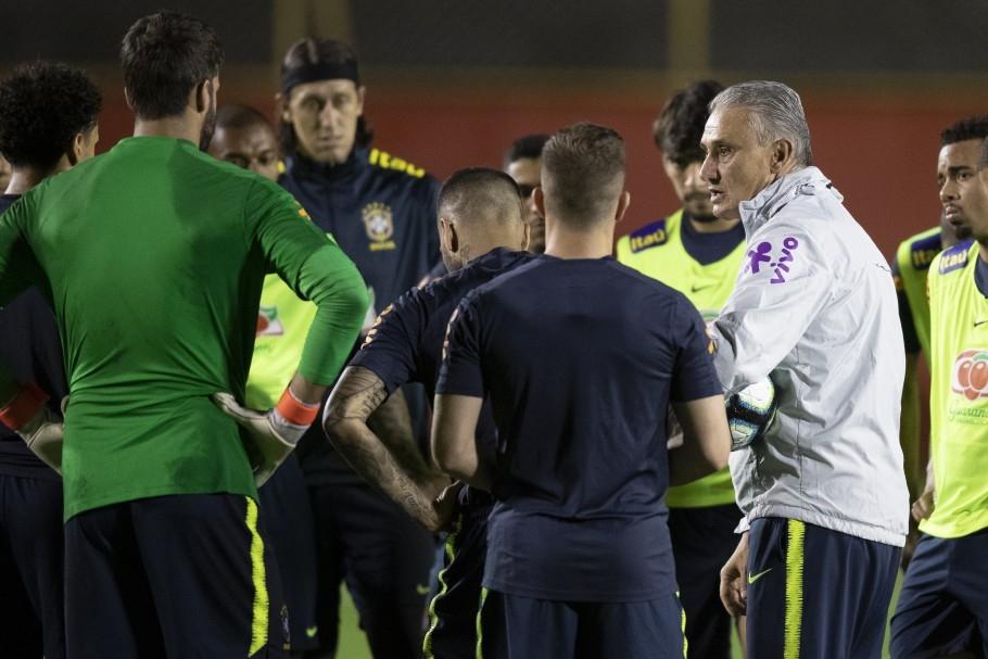 A partir das 21h30, a equipe do técnico Tite enfrenta a Venezuela, pela segunda rodada do Grupo A da Copa América, em busca de uma noite vencedora no futebol e na relação com o público.