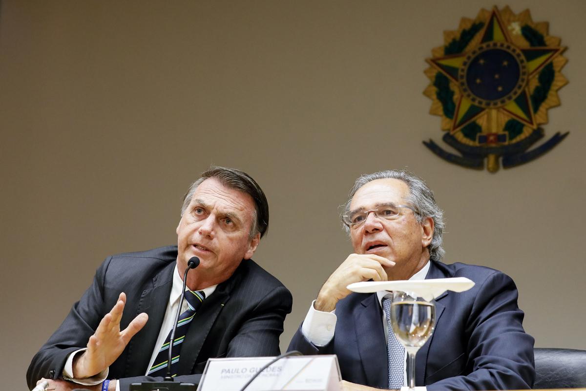 Paulo Guedes (dir) é o mentor do sistema de capitalização