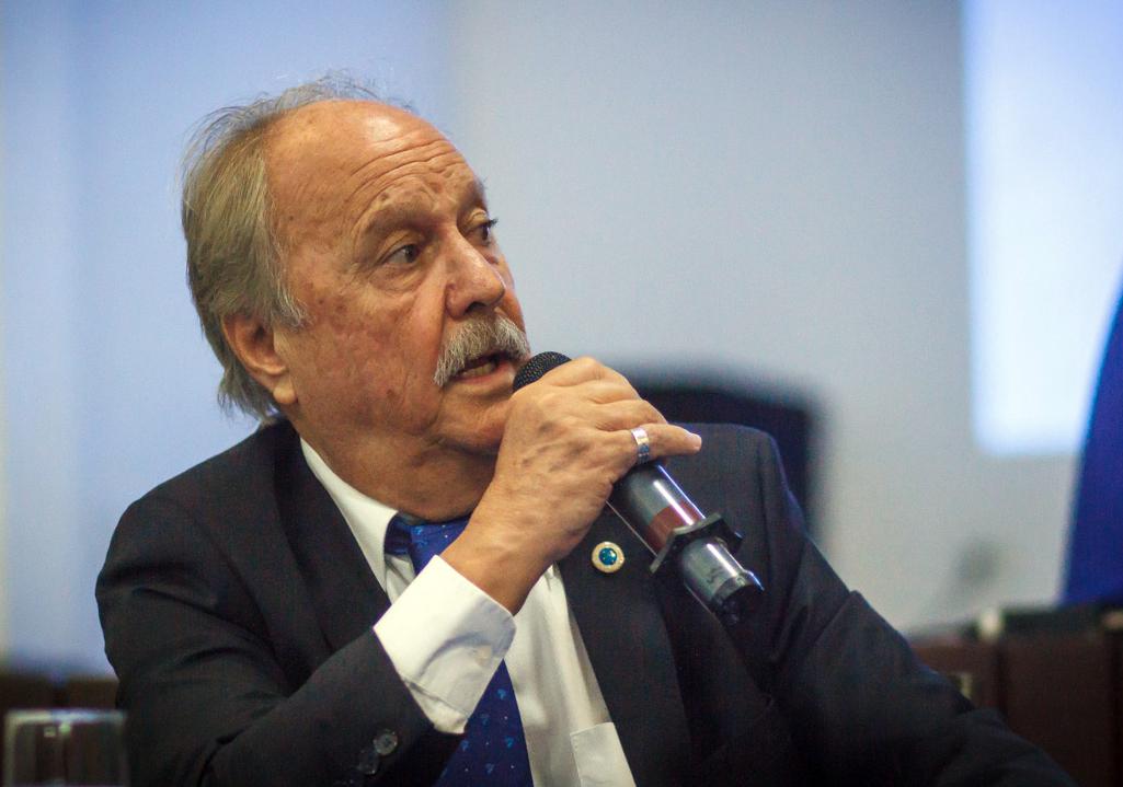 Presidente do Cruzeiro tem gestão contestada