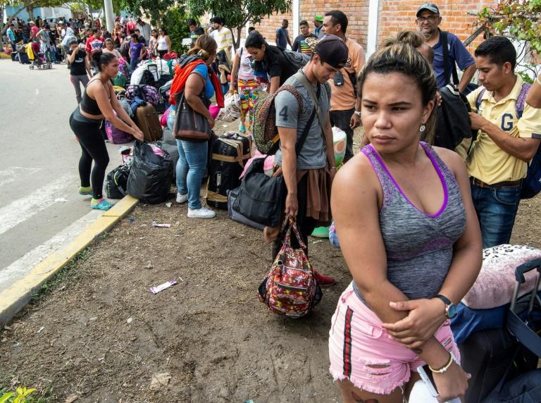 (14 jun) Venezuelanos chegam ao Peru em busca de refúgio.