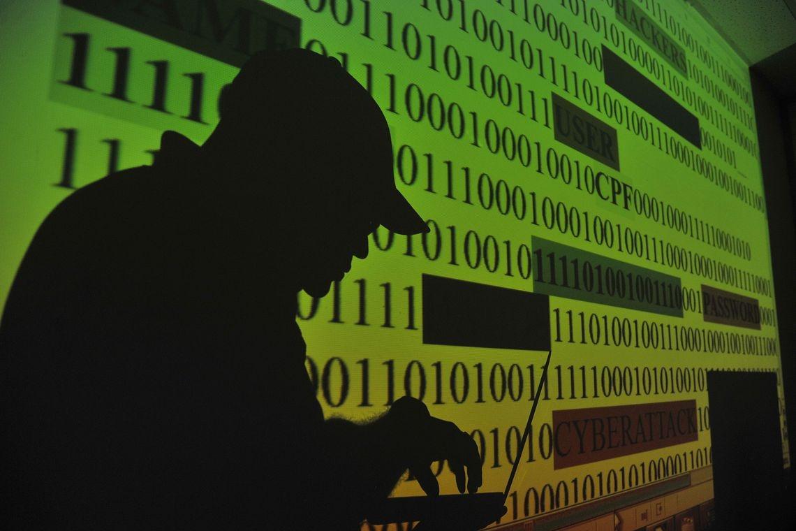As preocupações manifestadas envolvem diversas áreas, como o roubo de documentos, a contaminação de computadores e smartphones por vírus.