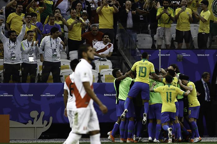 Com o resultado, a seleção assegurou a primeira colocação do Grupo A com sete pontos, deixando os adversários estacionados com quatro.