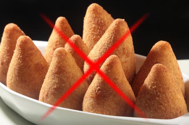 A nova lei proíbe a venda de alimentos com altos teores de calorias, gordura saturada, gordura trans, açúcar livre e sal ou com poucos nutrientes.