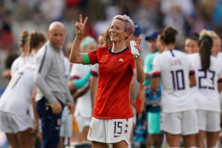 A capitã americana Megan Rapinoe comemora a vitória dos Estados Unidos contra a Espanha.