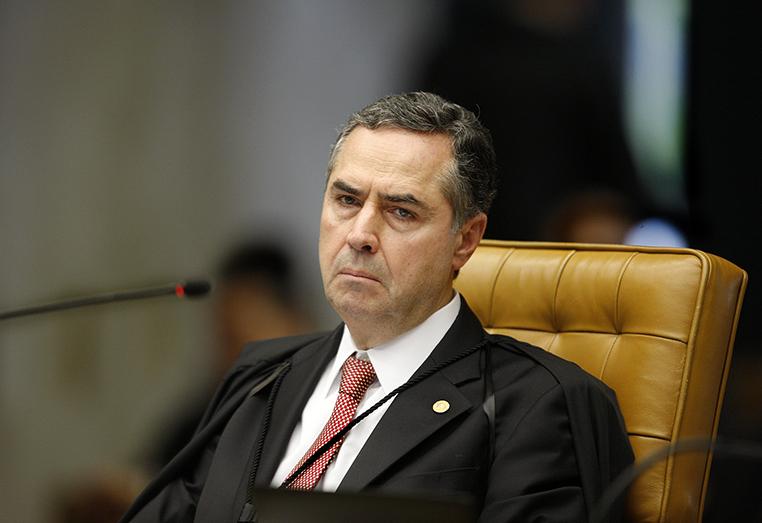 Barroso também pediu que o caso seja encaminhado ao plenário da corte com urgência.