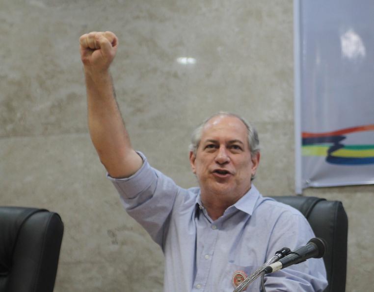 Ciro ponderou que o PDT e ele trabalham contra a ideia de impeachment de Bolsonaro.