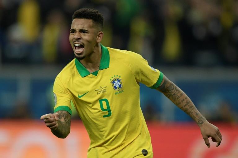 O atacante Gabriel Jesus comemora após marcar o gol na decisão por pênaltis, que deu a classificação ao Brasil diante do Paraguai