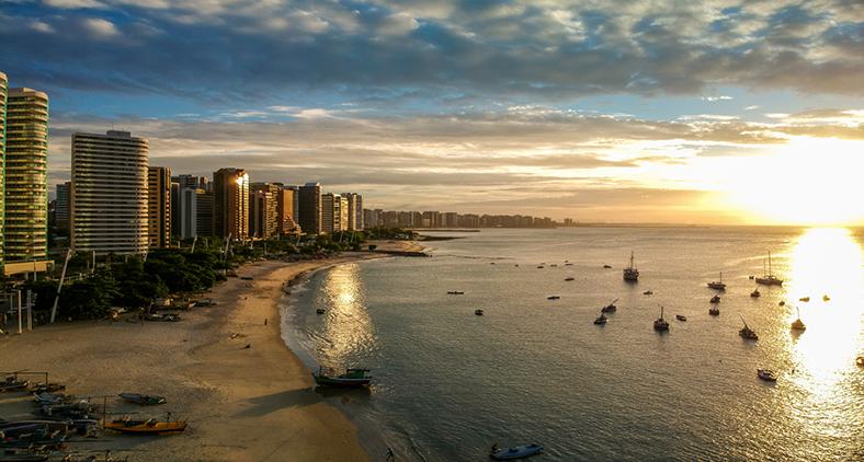 O mundo da cidade de Fortaleza, que caminha para três milhões de habitantes, é complexo e diverso.