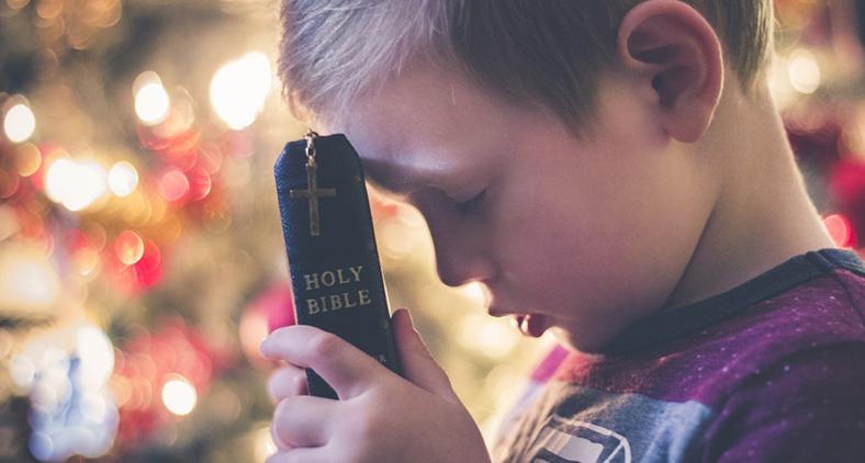A fé da criança é a da entrega, a fé infantil é a da dependência. (David Beale/ Unsplash)