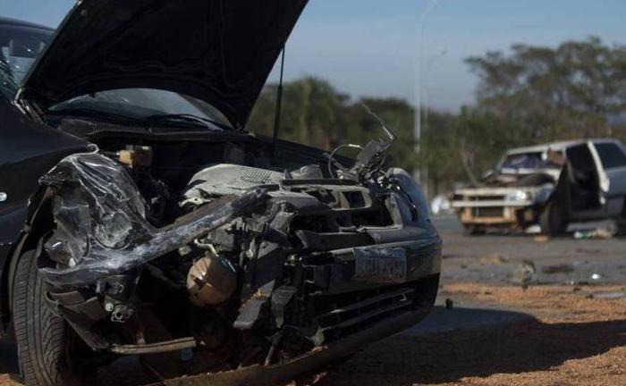 Deixar de ajudar uma vítima de acidente, seja por ato próprio ou solicitando a ajuda adequada, configura o crime de omissão de socorro.
