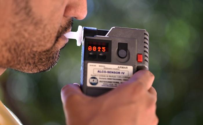 A embriaguez ao volante não se limita à ingestão de álcool, mas de qualquer substância psicoativa que determine dependência e altere a capacidade motora do condutor.
