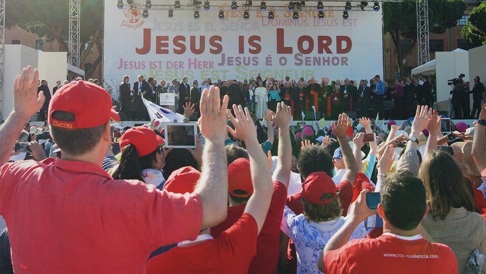 O Papa Francisco pede que a Renovação Carismática volte às suas raízes ecumênicas.