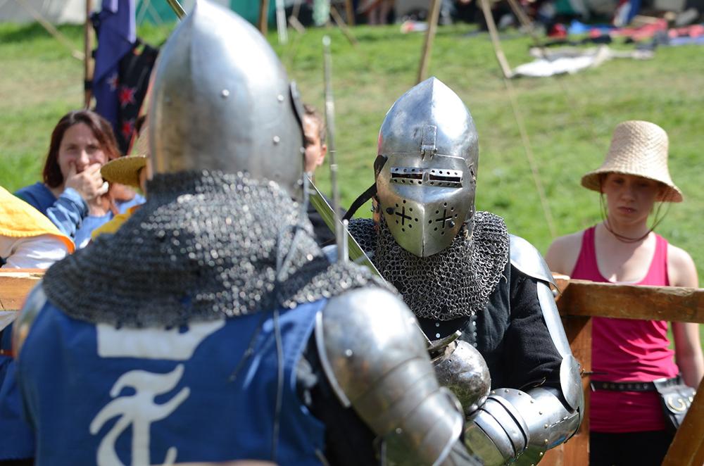 Conservadoristas nutrem a ideia de defesa da Igreja quase que conclamando fiéis para uma Neo-Cruzada contemporânea, bem ao estilo das medievais.