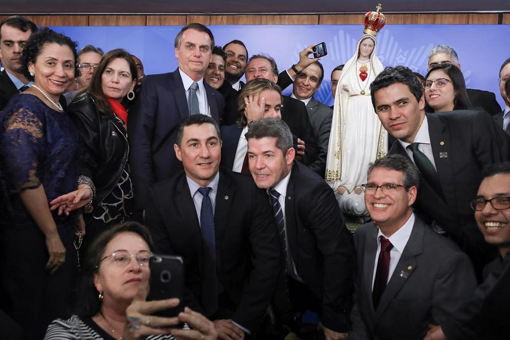 O presidente Jair Bolsonaro participa do Ato de Consagração do Brasil a Jesus Cristo por Meio do Imaculado Coração de Maria, no Palácio do Planalto.
