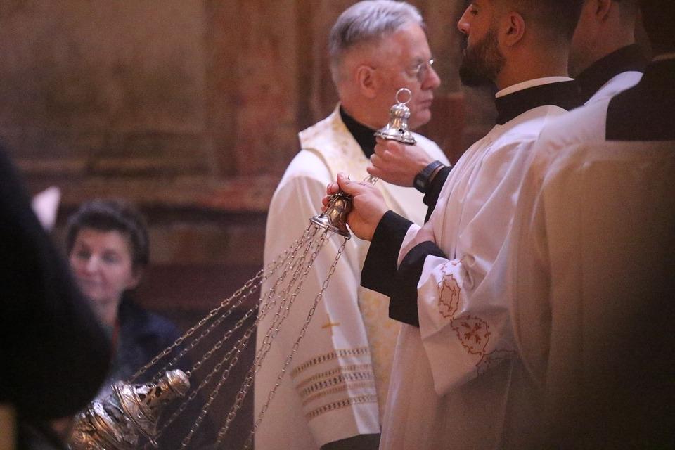 A vulnerabilidade, propriamente entendida, é precisamente o que os membros da hierarquia católica romana precisam adotar como força.