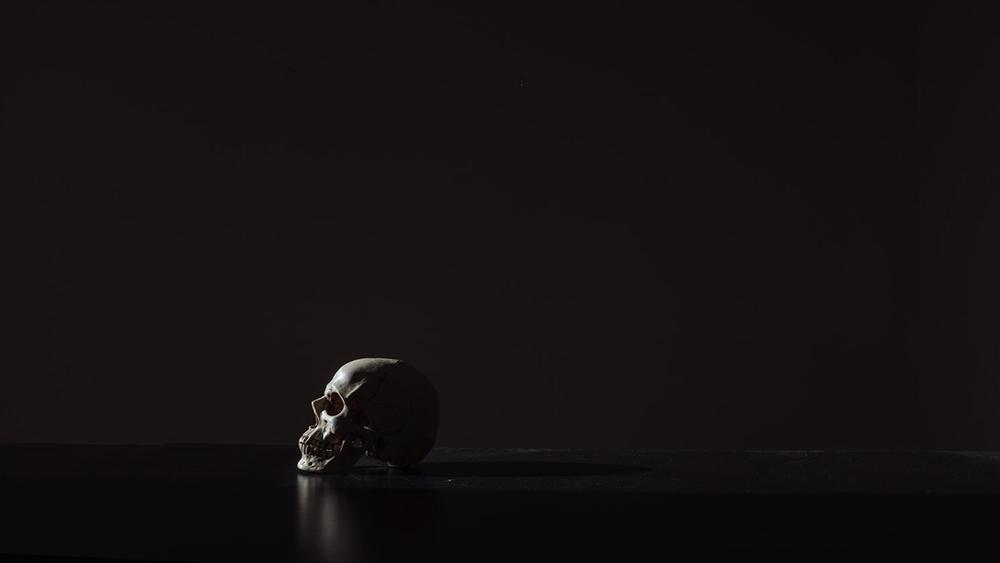Sim, matam-se pessoas devido a disputas religiosas e teológicas, tal como se matam pessoas em disputas desportivas, políticas, familiares ou sociais.
