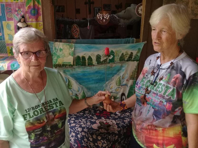 Ir. Jane Dwyer e Ir. Katy Webster, ambas irmãs de Notre Dame de Namur, continuam o ministério de Ir. Dorothy Stang, da mesma congregação, que foi assassinada em 2005 em retribuição por seu trabalho com fazendeiros sem terra.