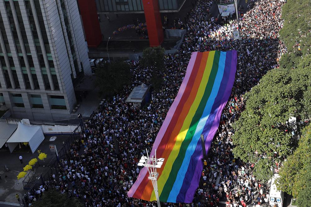 Se a Igreja não ouvir as vozes e experiência dos milhões de LGBTs e se basear apenas em teorias, não no confronto com a realidade, incorrerá ela em um discurso meramente ideológico.